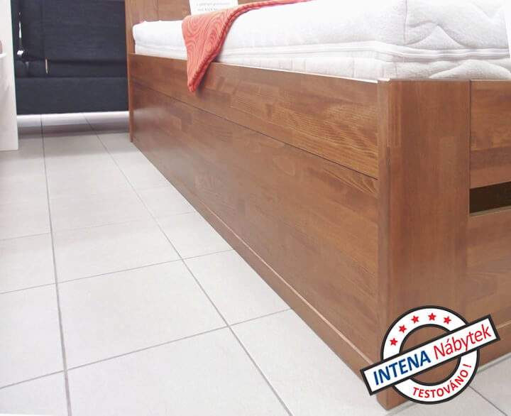 Detail bočnice u postele Merida Senior