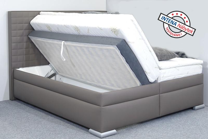 Detail vyklápění americké postele s úložným prostorem Rialto